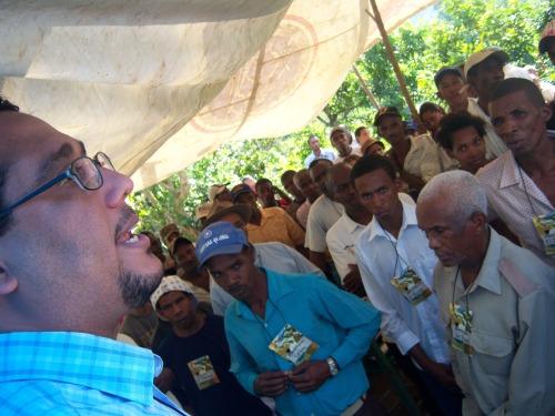 Dr. Ángel Pichardo Almonte, Coordinador General de Justicia Global habla a las personas presentes