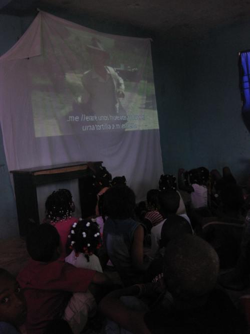 """En horas de la tarde, el público presente disfrutó de la película """"La vida es bella""""."""