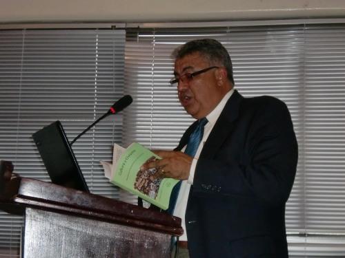 Profrofesor Victor BurgosUtesa mientras introducía el contexto histórico de los Derechos Humanos. Fuente Justicia Global.